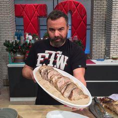 Χοιρινός λαιμός κατσαρόλας με βυσσινάδα! Hot Dog Buns, Hot Dogs, Cheesesteak, Bread, Ethnic Recipes, Cookies, Food, Crack Crackers, Brot