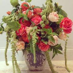Catherine Muller Flower School in London on Elizabeth Street and Paris on Rue des Pyramides - Summer floral arrangement with roses, amaranthus !