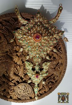 Most Beautiful Gardens, Royal Jewels, Historical Architecture, Traditional Dresses, Vintage Jewelry, Brooch, Asian, Pendant, Lace