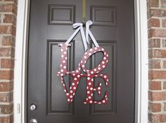 I have been looking for something like this to hang on my door for valentines day!