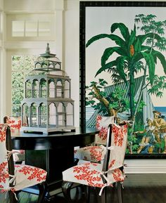 Eye For Design highlights this colorful British Colonial dining room. The bright floral art, red and white upholstered seats, and Chinese tiered birdcage transform this home into a tropical paradise. West Indies Decor, West Indies Style, British West Indies, Tropical Home Decor, Tropical Interior, Tropical Houses, Tropical Furniture, Tropical Artwork, Zuber Wallpaper