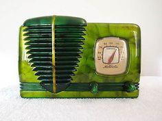 1940s Motorola Model 51A Bakelite Tube Radio