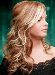 strawberry blonde with bleach blonde highlights. i want this