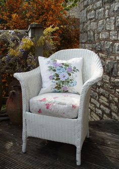 Nostalgia at the Stone House Wicker Chairs, Wicker Furniture, Chair Upcycle, Stone Homes, Chair Makeover, Balcony Ideas, Chair Bench, Spare Room, Vintage Fabrics