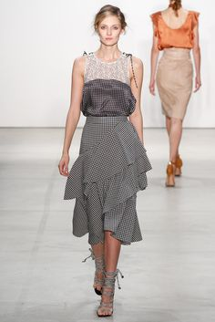 View the complete Marissa Webb Spring 2017 Ready-to-Wear Collection from New York Fashion Week. Fashion 2017, New York Fashion, Runway Fashion, High Fashion, Womens Fashion, Fashion Trends, Estilo Fashion, Ideias Fashion, Inspiration Mode