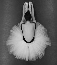 The beauty of ballets. Better When Im Dancing, Dancing On My Own, Dance Photos, Dance Pictures, Dance Art, Dance Music, Ballet Terms, Dance Photography Poses, Mikhail Baryshnikov