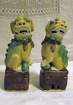 EXCELLENT Pair Antique Chinese Export Foo Dogs Statues Famille Vert Ceramic