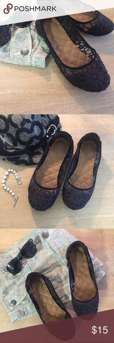🎶 Lady Lace 🎶 Netted - black - cloth - lace. Extra comfortable and the perfect shoe for a casual office day or a sundress event! Condition: Bottom and inside are in GREAT condition, outside in mint condition. Size is a fitted 7.5. Mudd Shoes Flats & Loafers