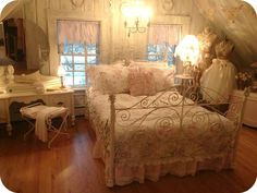 Shabby Chic Furniture In a family room, try to arrange your furniture into centers. Shabby Chic Bedrooms, Bedroom Vintage, Shabby Chic Furniture, Shabby Chic Decor, Romantic Bedrooms, Romantic Homes, Home Bedroom, Bedroom Decor, Upstairs Bedroom