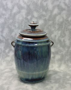 http://www.ebay.co.uk/itm/Beautifiul-Bill-Campbell-Art-Studio-Porcelain-Cookie-Jar-Covered-Canister-Drip-/201526125805?hash=item2eebe4a4ed:g:gi8AAOSwPc9Wxn0c