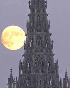 Moon rising by Ulm Cathedral