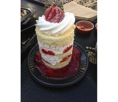 Mini tall cake by Gabriela Castro on Luuux