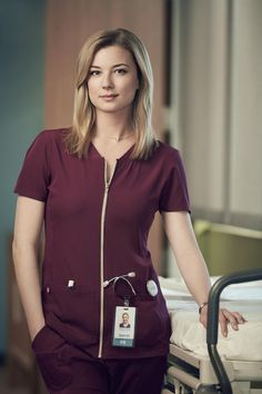 Trailers, promos, clips, featurettes, images and posters for the new medical drama series THE RESIDENT starring Matt Czuchry and Emily VanCamp. The Resident Tv Show, Amanda Clarke, Matt Czuchry, Emily Thorne, Sharon Carter, Emily Vancamp, Beautiful Actresses, Pretty Woman, Beauty Women
