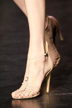 Altuzarra Spring 2015 Ready-to-Wear Collection shoes Pretty Shoes, Beautiful Shoes, Cute Shoes, Me Too Shoes, Zapatos Shoes, Shoes Sandals, All About Shoes, Fashion Shoes, Vogue Fashion