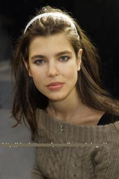 Charlotte Casiraghi natural beauty. The spitting image of her mom, Princess Caroline of Monaco. Wow.