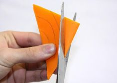 Fotopostup na vianočné ozdoby z papiera I., Tvorenie z papiera, fotopostup - Artmama.sk Plastic Cutting Board, Origami, Create, Tableware, Diy, Doilies, Dinnerware, Bricolage, Tablewares