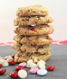 Whatcha Makin Now?: Valentines Day Cookies with a surprise crunch Yummy Treats, Delicious Desserts, Sweet Treats, Yummy Food, Holiday Snacks, Holiday Recipes, Cookie Recipes, Dessert Recipes, Valentines Day Cookies