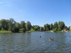 O Parque Olímpico de Munique é uma linda e grande área verde que faz parte do legado dos jogos olímpicos de 1972 para a cidade, com opções de lazer, esporte, entretenimento e claro, um dos mais importantes pontos turísticos da cidade.