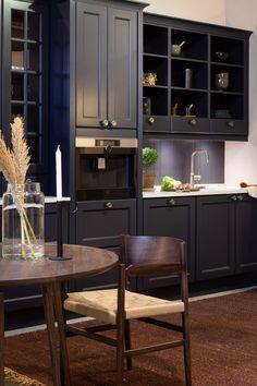 Blått kjøkken Kitchen Cabinets, Table, Furniture, Home Decor, Decoration Home, Room Decor, Cabinets, Tables, Home Furnishings