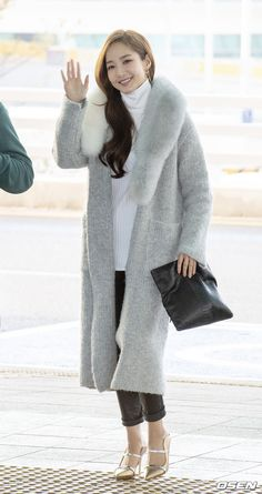 Korean Shows, Airport Style, Airport Fashion, Park Min Young, Korean Actresses, Asian Woman, Asian Beauty, Cool Style, Normcore