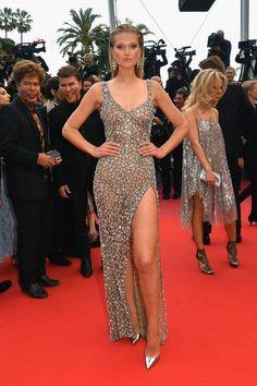Cannes 2018 : découvrez les plus belles robes des stars en photos - Elle Toni Garrn, Penelope Cruz, Valentino, Red Carpet Gowns, Sexy Older Women, Prom Dresses, Formal Dresses, Roberto Cavalli, Culture