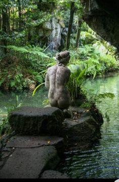 Dream Garden, Garden Art, Garden Paths, The Secret Garden, Slytherin Aesthetic, Parks, Nature Aesthetic, Garden Statues, Water Features