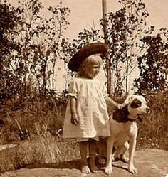 Little girl with her Pitty.