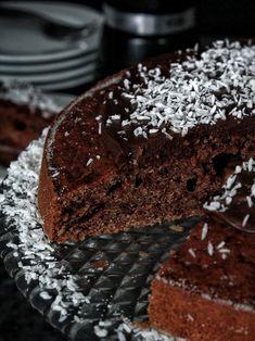 Perník s červenou řepou – The Olive Gluten Free Sweets, Taste Of Home, Sponge Cake, Food And Drink, Chocolate Cakes, Cooking, Desserts, Fit, Kitchen