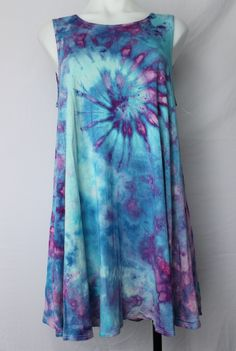 Tie dye Large sleeveless tunic ice dye - Jessamine Blue twist by A Spoonful of Colors Find this item on https://aspoonfulofcolors.com