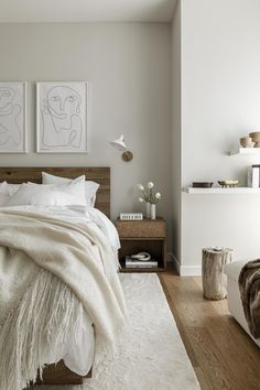 Calm Neutral Tones in a New York Apartment — THE NORDROOM - - A New York apartment decorated in white tones with wooden details. Scandinavian Apartment, Rustic Apartment, Scandinavian Bedroom, York Apartment, Basement Apartment, Scandinavian Christmas, Bedroom Furniture, Bedroom Decor, Bedroom Shelves