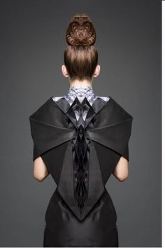 desinger Shinaz Enginee - kinda cheesy vampire-esque in black.but I'd like to play with that origami idea fashion fabric manipulation Origami Fashion, 3d Fashion, Fashion Week, Fashion Details, Fashion Design, Paper Fashion, Fashion Fabric, 3d Mode, Geometric Fashion