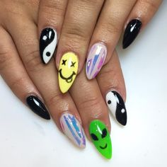 35 Alien Nail Art Ideas For Beauty Junkies Who Know the Truth Is Out There Girls Nail Designs, Cute Acrylic Nail Designs, Best Acrylic Nails, Nail Art Designs, Edgy Nails, Swag Nails, Alien Nails, Hippie Nails, Gothic Nails