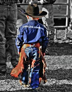 a terminally ill boy having fun at the rodeo Little Cowboy, Cowboy And Cowgirl, Cowboy Baby, Camo Baby, Sawyer Brown, Estilo Country, Rodeo Life, Cowboys And Indians, Rodeo Cowboys