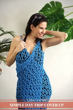 You may have seen fabric versions of this cover up in stores and now you can crochet your very own! this simple wrap is lightweight which makes it perfect for warm summer days fringe cover up hkelanleitung herunterladen Mode Crochet, Crochet Tunic, Crochet Scarves, Crochet Yarn, Crochet Clothes, Crochet Skirts, Crochet Sweaters, Crochet Tops, Beach Coverup Pattern