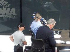 2013 Daytona 500 - Jeff Gordon chatting w/Jimmie Johnson in VL