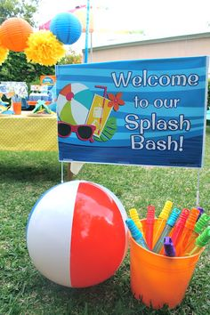 Easy pool party ideas + FREE printables! LAURA'S little PARTY: Splash Bash pool party| Huggies® Little Swimmers®