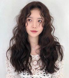 Asian Hair Wavy, Korean Long Hair, Korean Hair Color, Wavy Hair Perm, Long Curly Hair, Curly Hair Styles, Permed Hairstyles, Summer Hairstyles, Cut My Hair