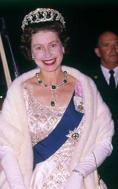 Queen Elizabeth II in New Zealand 1963 God Save The Queen, Hm The Queen, Royal Queen, Her Majesty The Queen, Queen Mary, Queen Elizabeth Ii Crown, Princess Elizabeth, Princesa Diana, Princesa Margaret