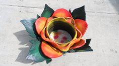 Macetero en flor con neumáticos reciclados. Hoy queremos compartir contigo este excelente trabajo de reciclado creativo de neumáticos, realizado por nuestro amigo Jose Domínguez. http://bricoblog.eu/macetero-neumaticos-reciclados #Reciclado #Bricolaje #Manualidades