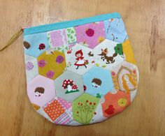 Stitchbird- from one of my lovely customers Small Quilts, Hexagons, Purses, Sewing, Totes, Projects, Pattern, Blog, Quilting
