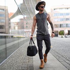 Støvler og lue er ikke noe annet enn cowboy # livsstil # fashion … Botas y sombrero ya no nada más es vaquero – Favoritt motetips Komplette Outfits, Outfits With Hats, Casual Outfits, Fashion Outfits, Ootd Fashion, School Outfits, Fashion Advice, Fashion Bags, Girl Fashion