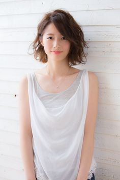 【drive for garden西川真矢】こなれ感♪小顔無造作ウェーブボブ How To Curl Short Hair, Girl Short Hair, Short Hair Cuts, Korean Perm Short Hair, Permed Hairstyles, Hairstyles With Bangs, Girl Hairstyles, Medium Hair Styles, Curly Hair Styles