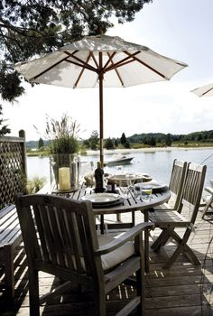 Alfresco dining on the dock