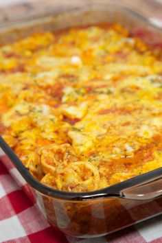 No-Boil Baked Cheese Tortellini - everything cooks in the pan, even the frozen tortellini! Super easy weeknight meal! Baked Cheese Tortellini, Tortellini Bake, Cheese Sausage, Italian Recipes, Beef Recipes, Cooking Recipes, Chicken Recipes, Kid Cooking, Gastronomia