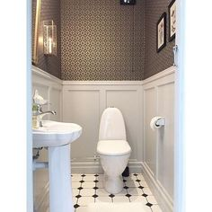 7 Secure Tips: Wainscoting Panels Entryway painted wainscoting nursery. Wainscoting Height, Wainscoting Kitchen, Painted Wainscoting, Dining Room Wainscoting, Wainscoting Panels, Wainscoting Nursery, Wainscoting Ideas, Downstairs Bathroom, Bathroom Renos