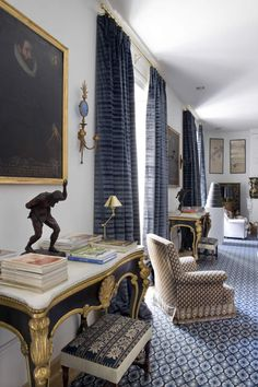How gorgeous are these marble and gilt tales? I love the striking contrast against the blue rug