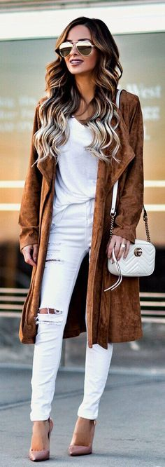 Brown Coat / White Shoulder Bag / White Blouse / White Ripped Skinny Jeans