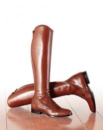 Stivali e stivaletti dedicati allo sport dell'equitazione. Creati dall'azienda Sarm Hippique, di tratta di calzature per uomo, donna e bambino.