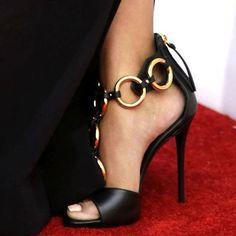 Pretty Shoes, Beautiful Shoes, Fancy Shoes, Hot Shoes, Shoes Heels, Sexy Heels, Dress Shoes, Black Heels, Corset Dresses