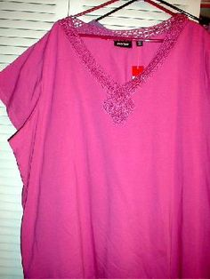 AVENUE, HOT PINK V NECK W/LACE AROUND COLLAR